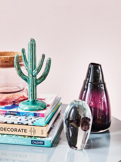 Szklane dekoracje na stole