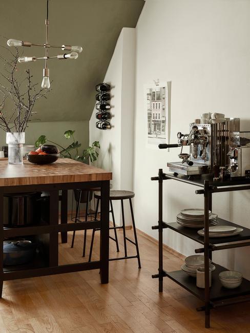 Kuchnia w stylu industrianym na poddaszu