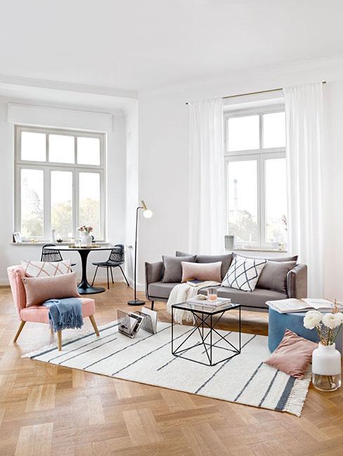 Pastelowy salon w stylu skandi