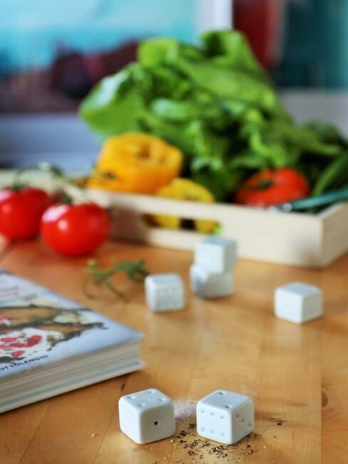 Solniczki i pieprzniczki w kształcie kostek Ćmielów Design Studio
