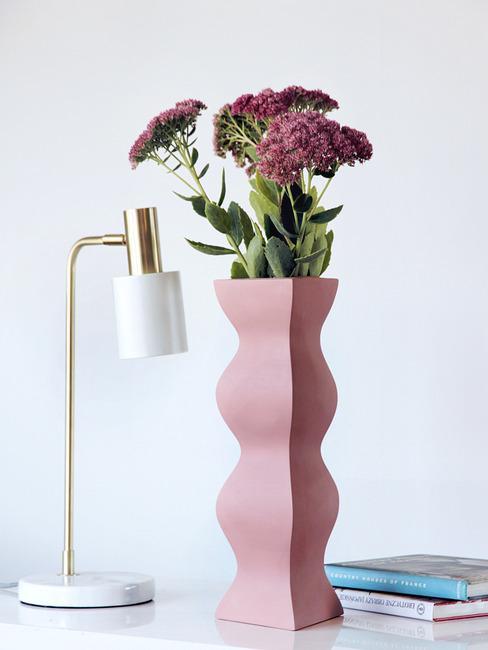 Pudrowo-różowy wazon z kolekcji Ćmielów Design Studio