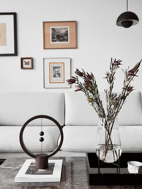 Nowoczesna lampa LED w nowoczesnym salonie
