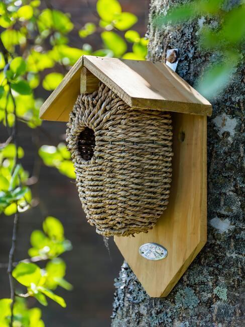 Karmnik dla ptaków DIY wykonany z wikliny