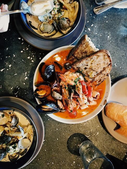 Włoskie danie z owocami morza