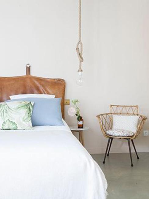 Sypialnia w stylu boho w paryskim hotelu L'Hotel Henriette