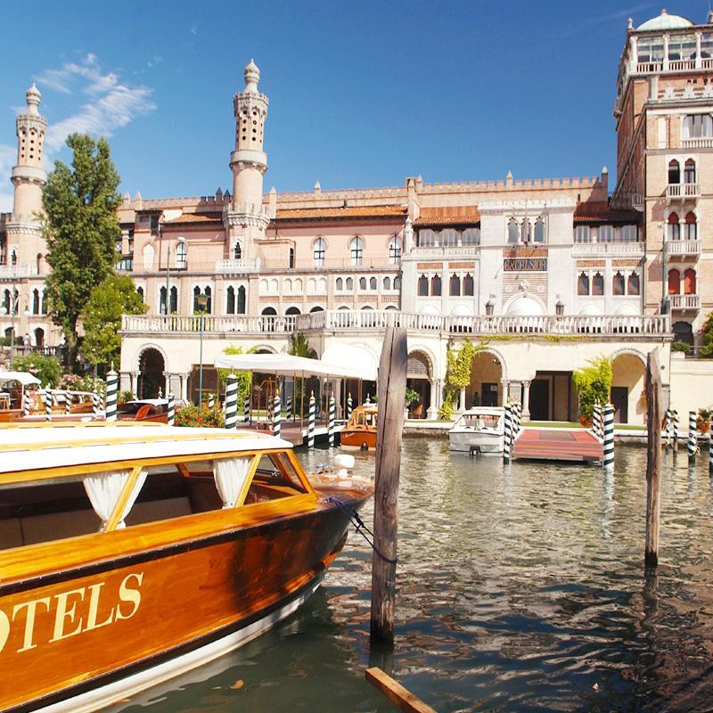 Anche quest'anno, durante la 71esima Mostra di Venezia, l'Hotel Excelsior esalterà la versatilità dei propri spazi dimostrando di essere ancora una volta il fulcro intorno al quale ruotano gli eventi più prestigiosi.