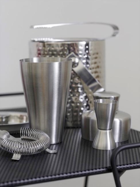 Accessori bar in metallo spazzolato argento