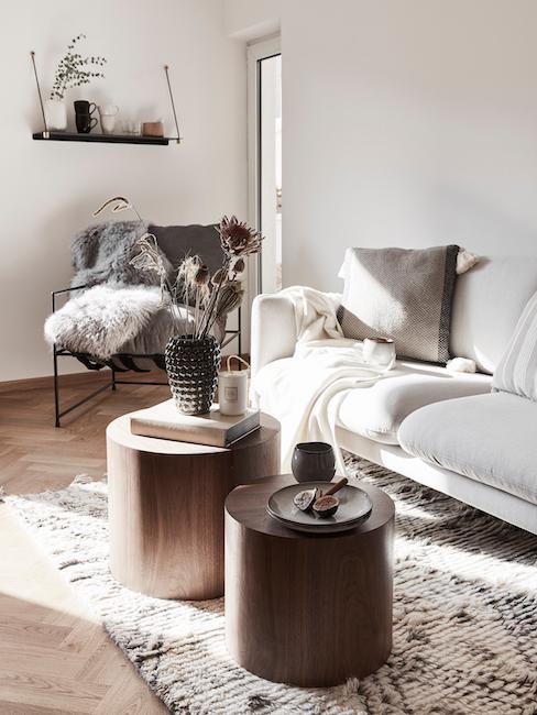 Salón en tonos beige y madera