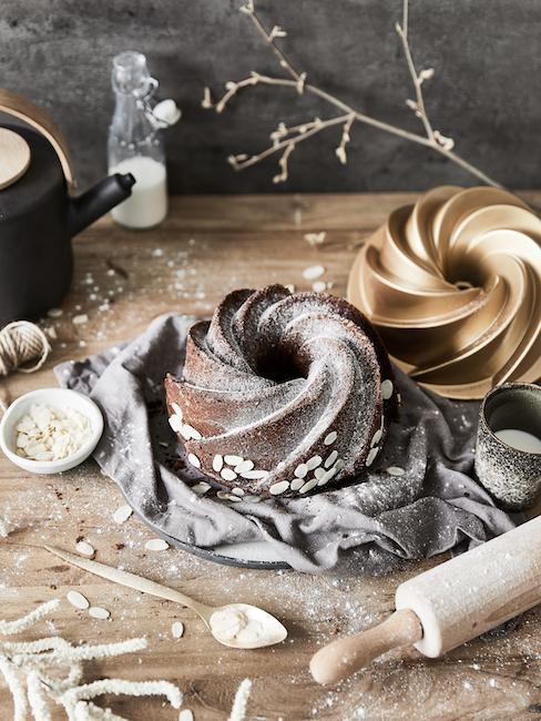 Nahaufnahme Kuchenherstellung in einer Küche für Eltern zu Ostern