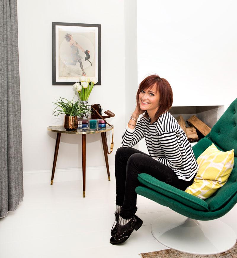 Odette Simons grüner Stuhl Beistelltisch