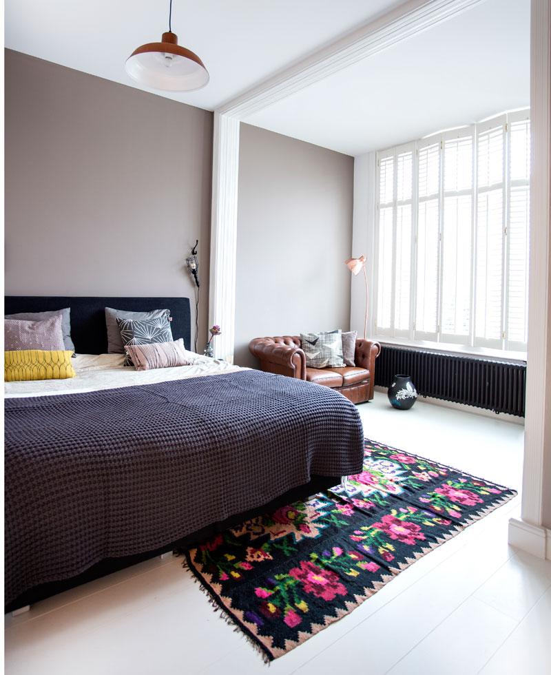 Odette Simons Schlafzimmer Bett
