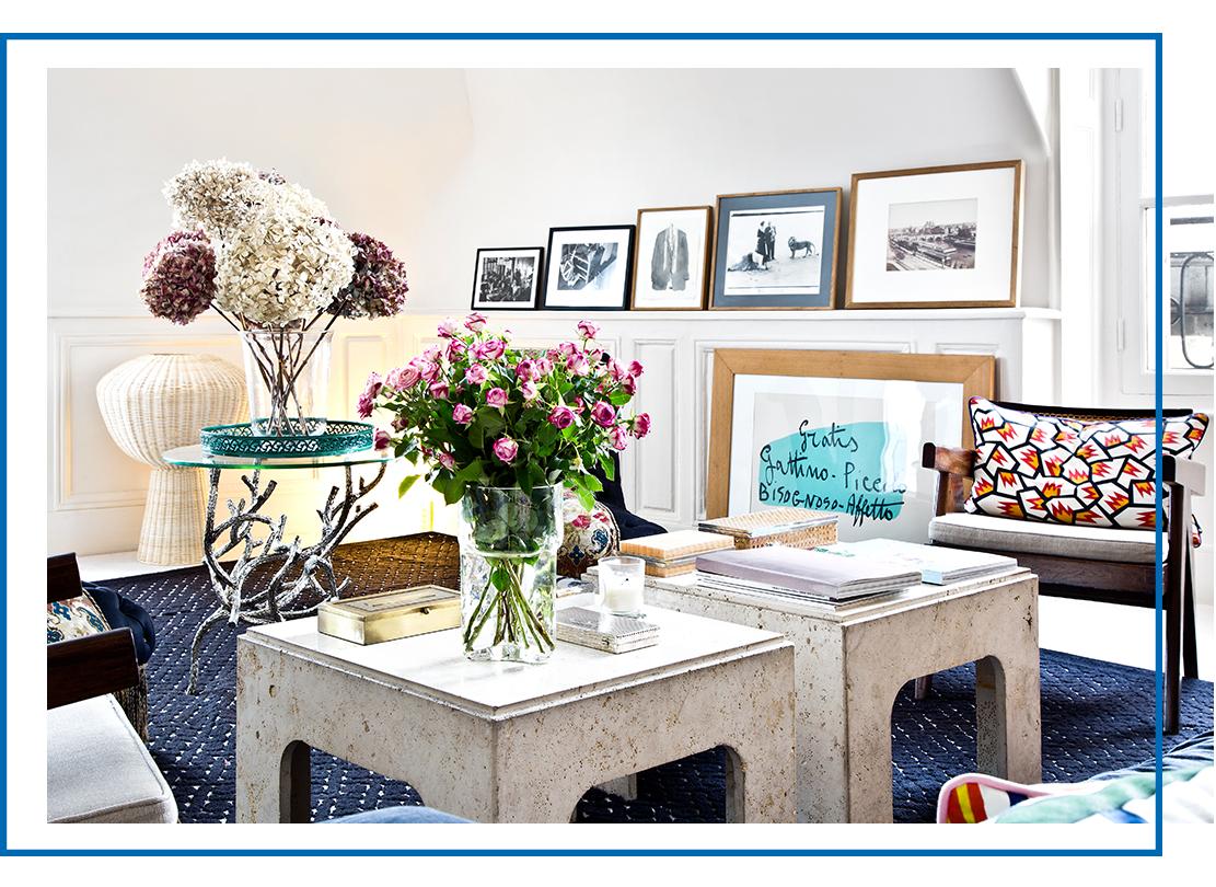 barevný interiér obývací pokoj s květinami
