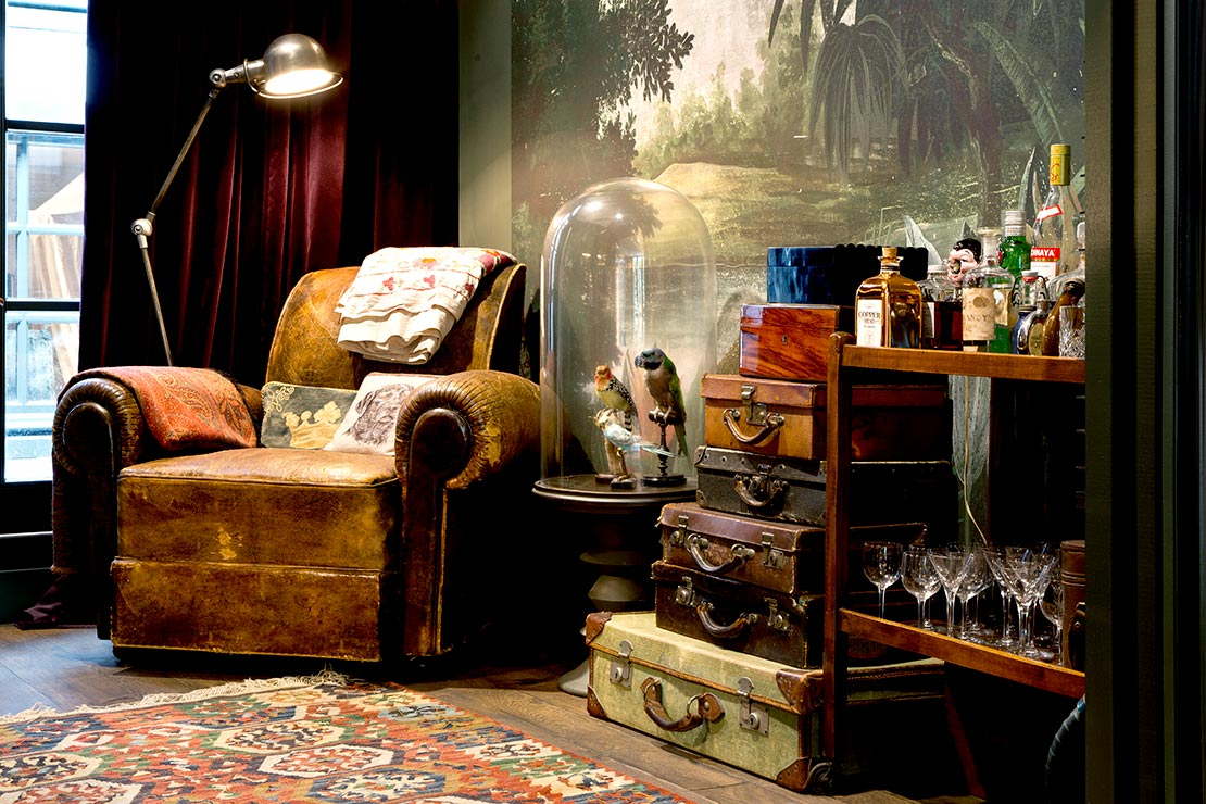 kožené vintage křeslo retro obývací pokoj