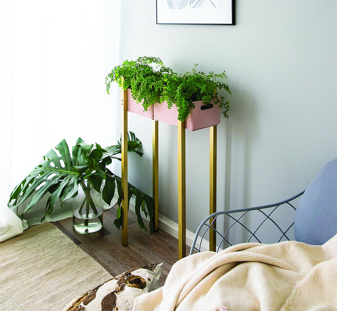 jak vyrobit dřevěný stojan na květiny