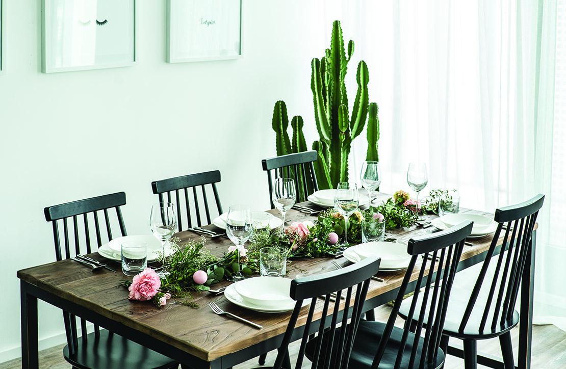 květinová dekorace na stůl boho styl