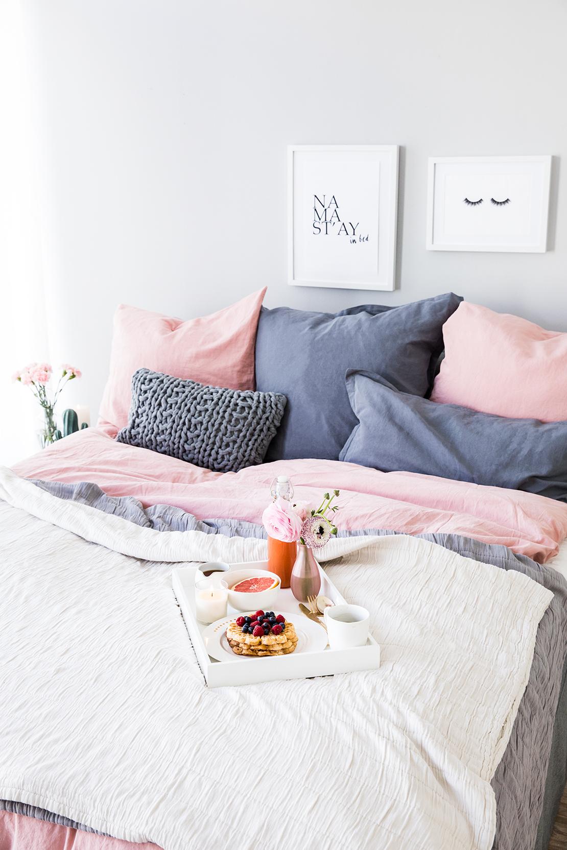 den v posteli pohodlné povlečení