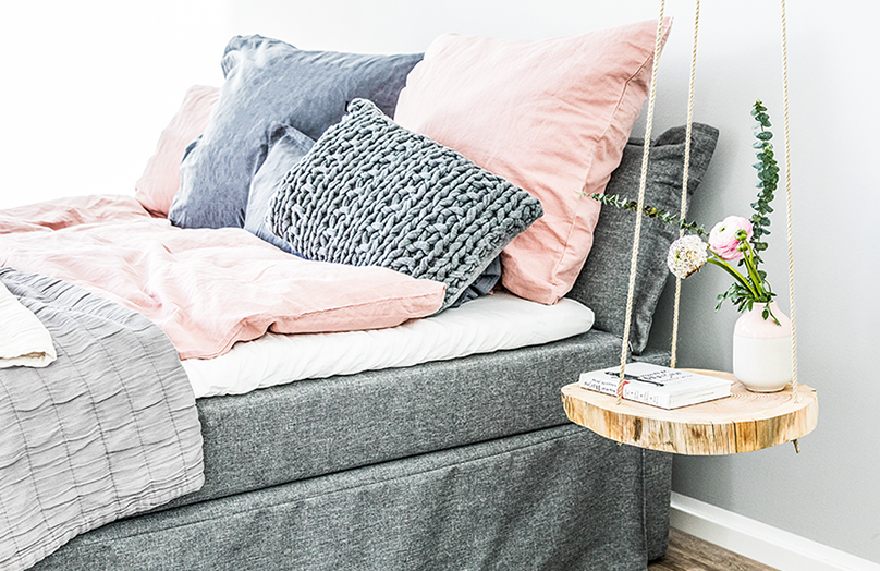DIY: Závěsný noční stolek