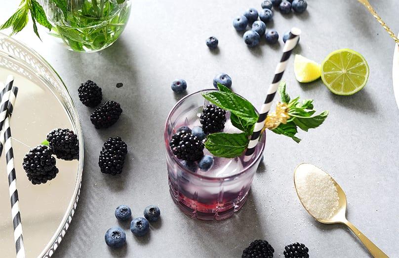 Dokonalý drink z borůvek a ostružin