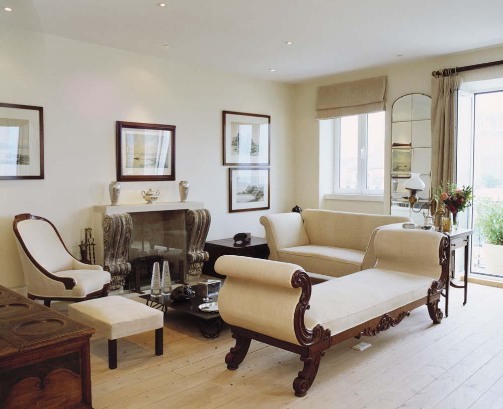 chic in antik antike m bel mit charakter im westwing magazin. Black Bedroom Furniture Sets. Home Design Ideas