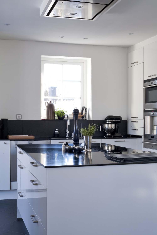 Küche mit Kräutern