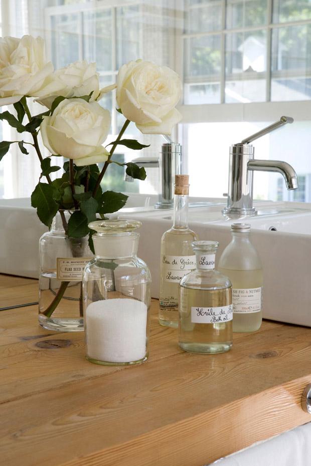 Bathroom Beauties - Blume