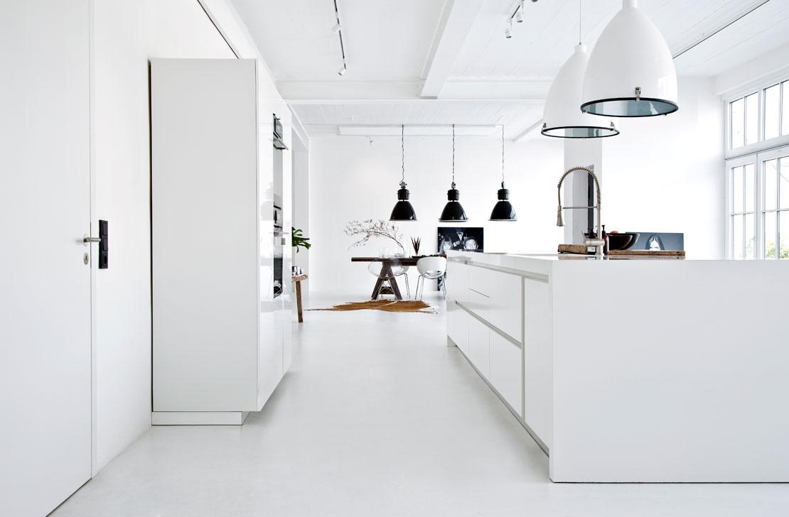 Westwing-Hausbesuch-Joanna-Goetz-Liebesbotschaft-Kueche-Esszimmer