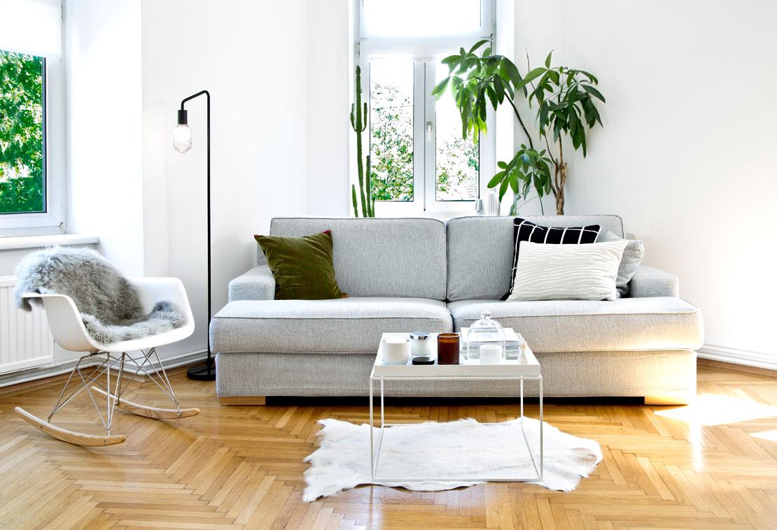 Westwing-Hausbesuch-Carola-Pojer-Vienna-Wedekind-Sofa-Wohnzimmer