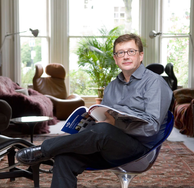 Sebastian Conran Porträt auf Stuhl