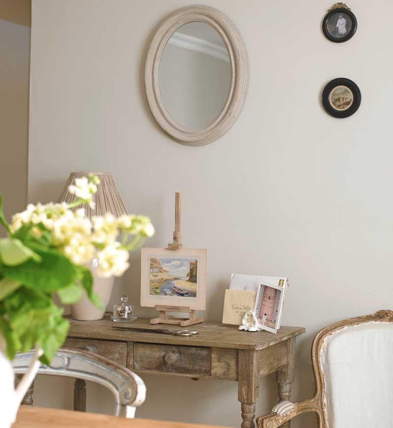 Landhaus-Charme Spiegel und Schreibtisch