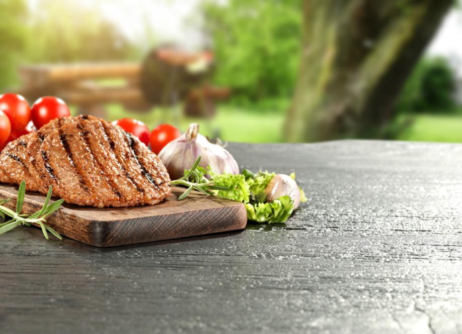 westwing-barbecue-gegrilltes-fleisch