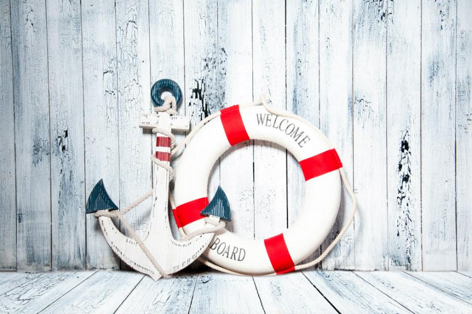 westwing-ein-tag-auf-dem-boot-rettungsreifen-rot-weiß