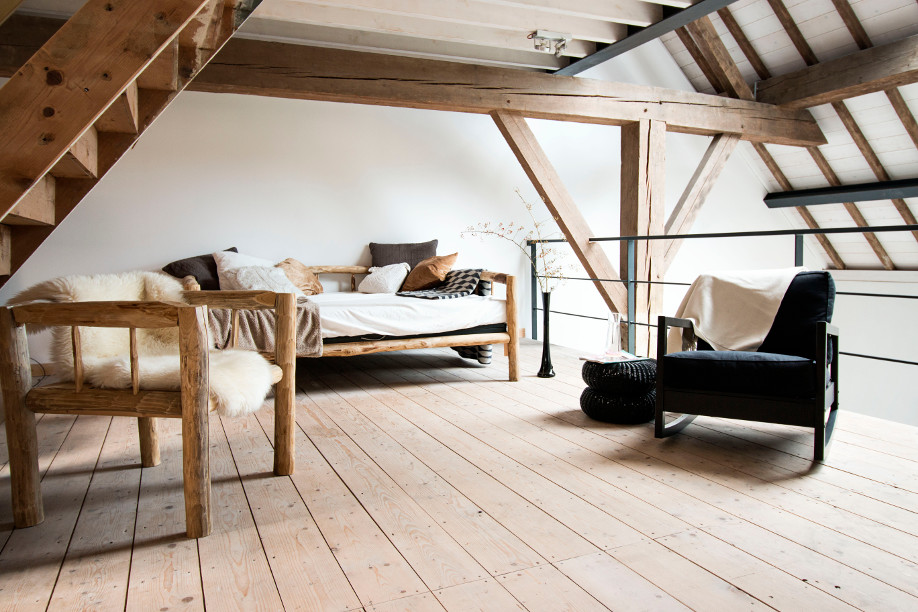 westwing-country-style-modern-moebel-aus-rohholz