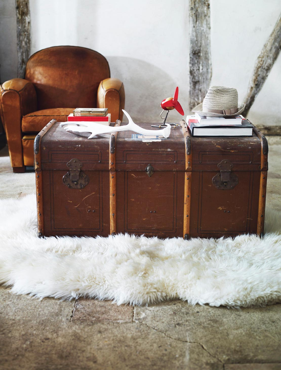 westwing-boyfriend-interior-koffer-braun