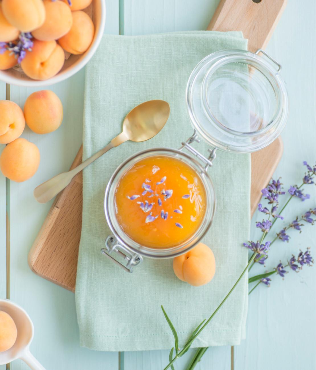 selbstgemachte-marmelade-mit-aprikose
