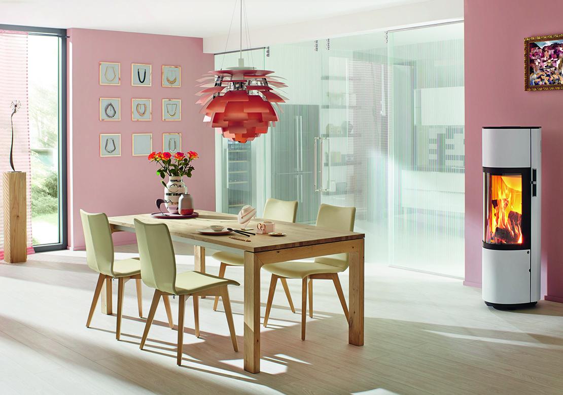 huelsta-essbereich-mit-rosa-wand