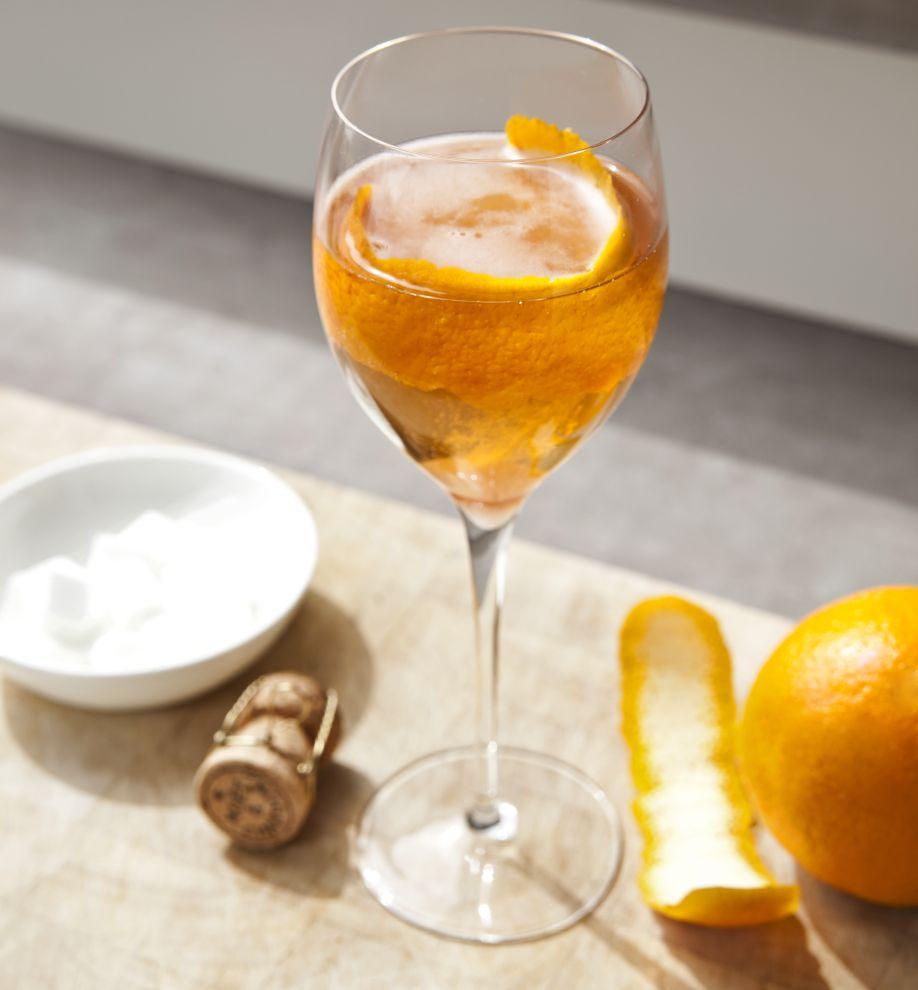 3 champagner cocktails rezepte im westwing magazin. Black Bedroom Furniture Sets. Home Design Ideas