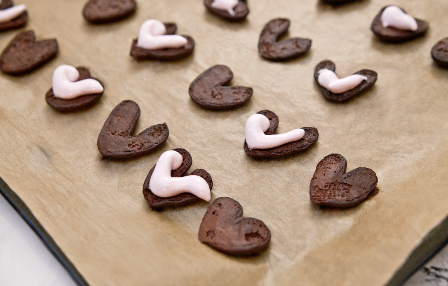 westwing-valentinstag-herz-cookies-backen