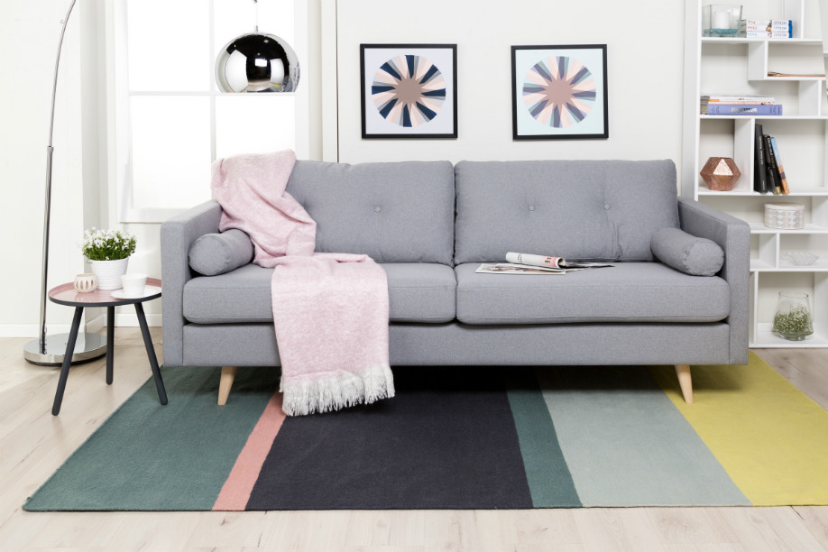 westwing-pastell-scandi-sofa-grau
