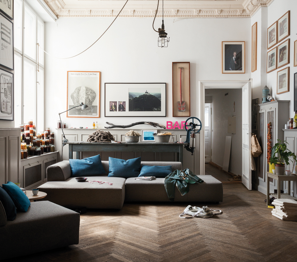 Wie Sie Ihr Sofa richtig reinigen? Mehr dazu im Westwing-Magazin