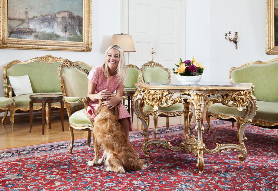 westwing-zuhause-bei-graefin-sandra-bernadotte-mit hund