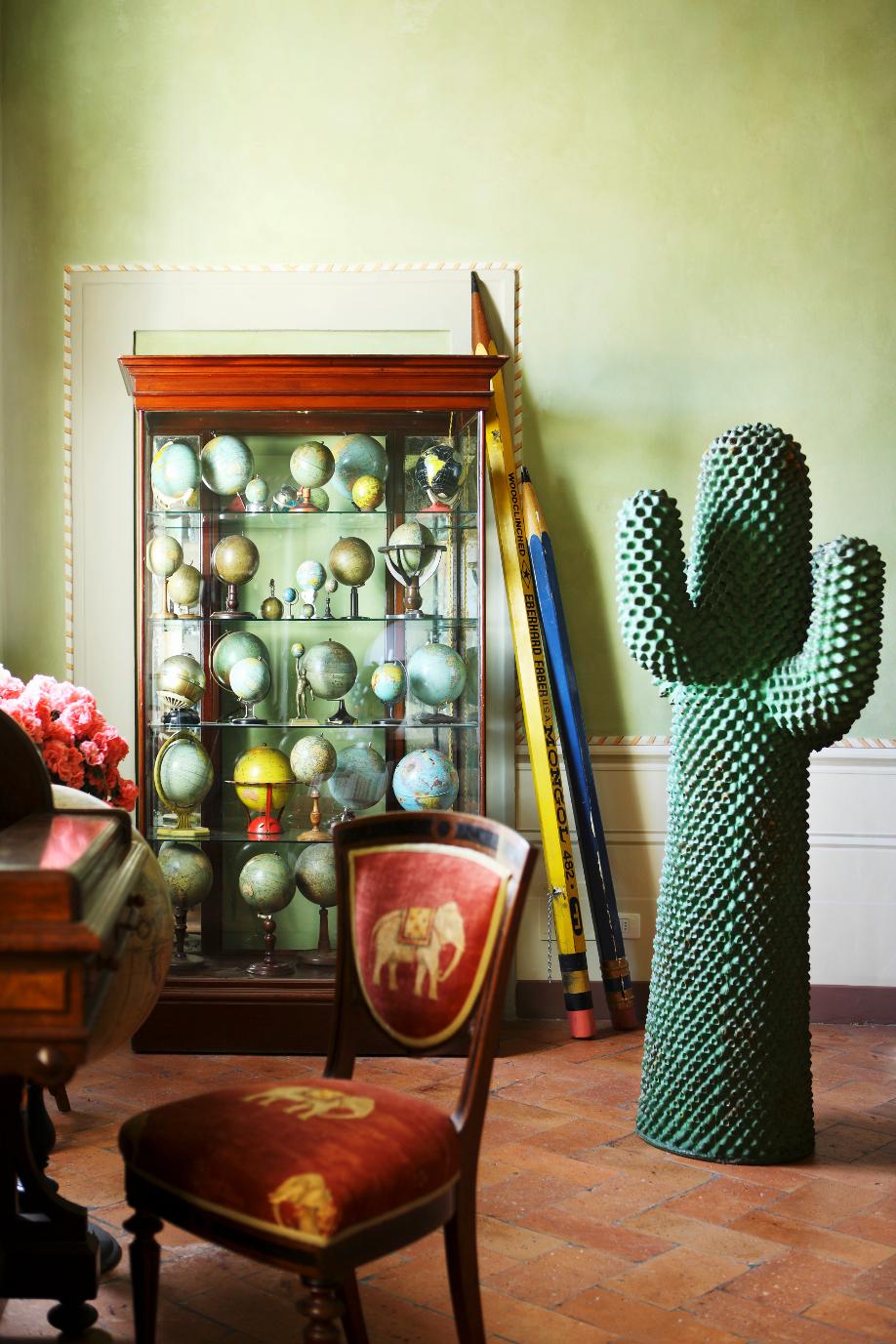 westwing-phantasie-zuhause-stuhl-und-kaktus