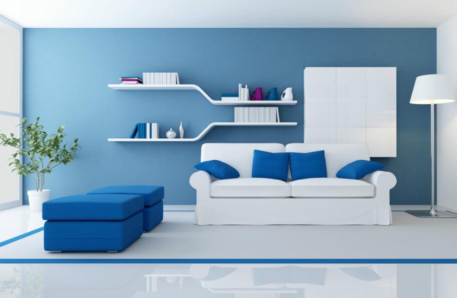 westwing-blau-wohzimmer-mit-weißer-couch
