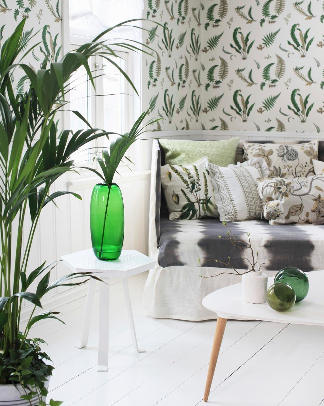 westwing-luxus-karibik-wohnzimmer-mit-tapete