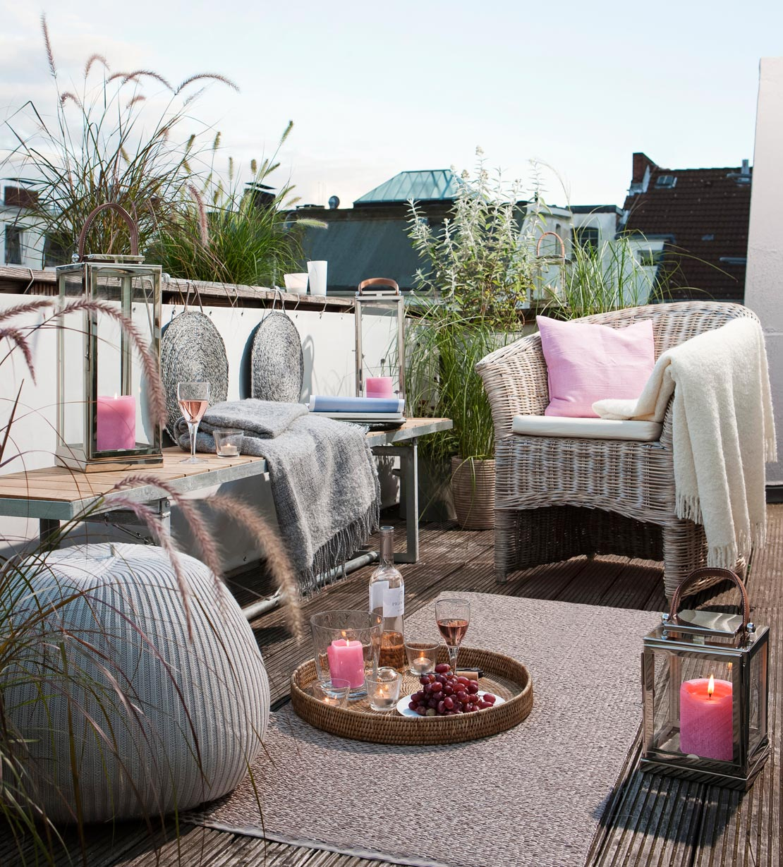 westwing-cocooning-terrasse-mit-lampen