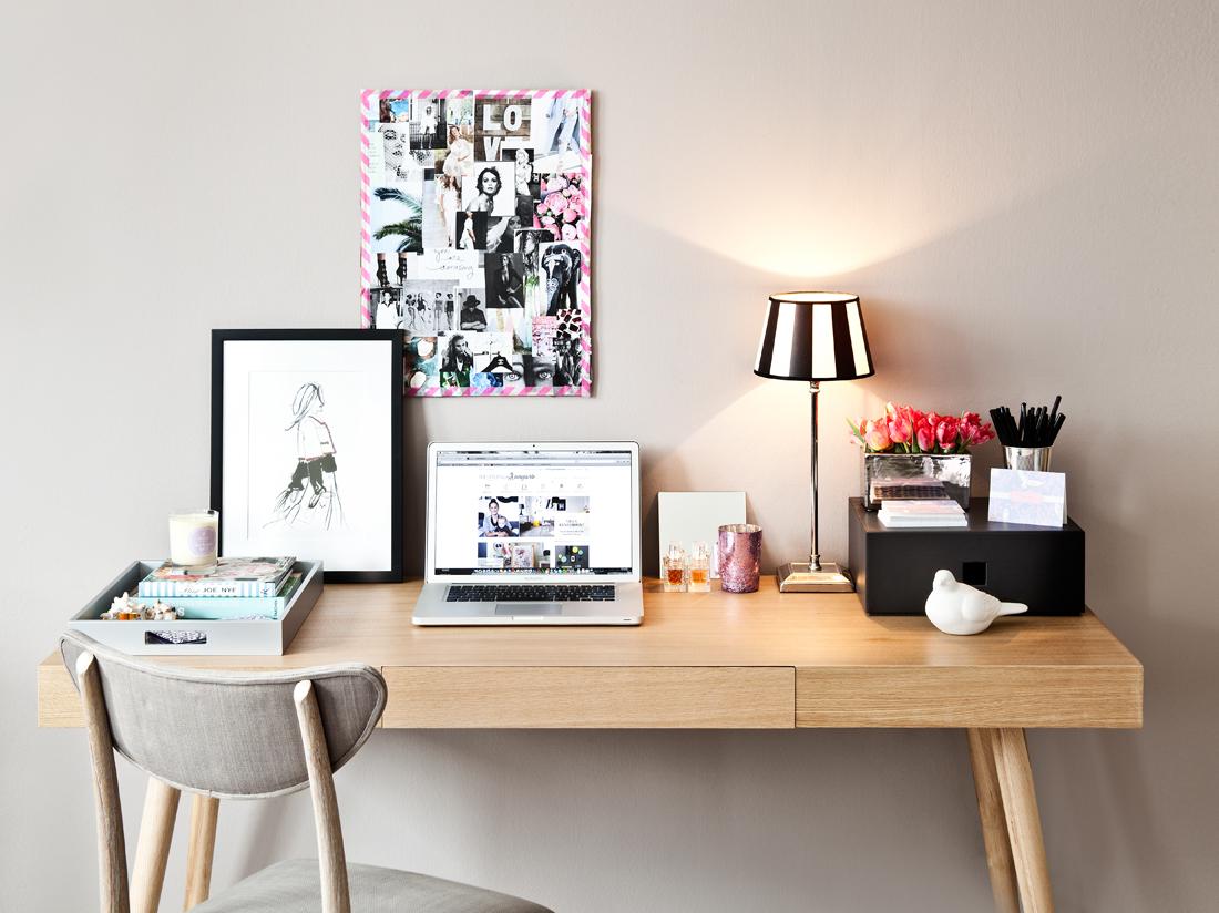 black-friday-schreibtisch-mit-laptop