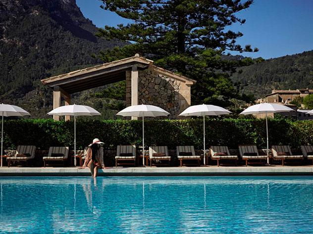 Las piscinas de La Residencia disponen de unas espectaculares vistas a la Sierra de Tramuntana