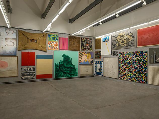 Muestra de arte contemporáneo de la Fundación Prada de Milán.