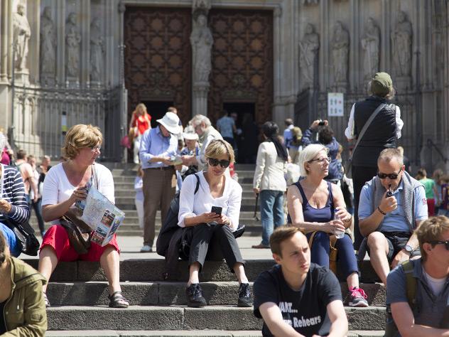 Descanso delante de la catedral.