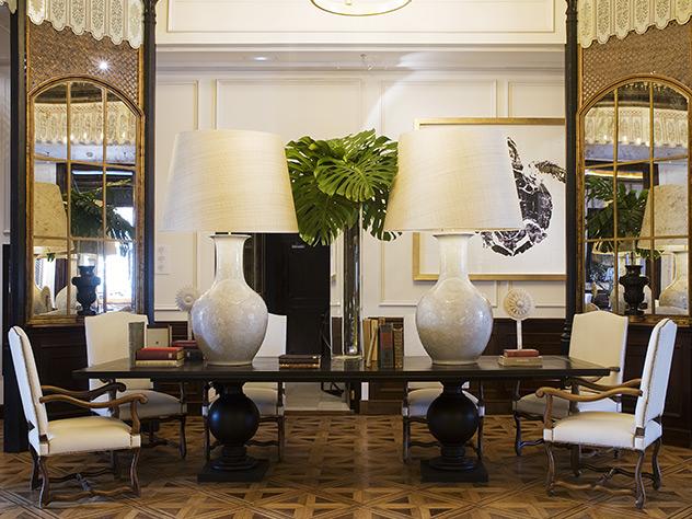 El tamaño de las lámparas del lobby es realmente impresionante