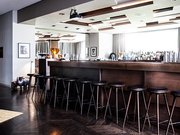 Tanto sus restaurantes como su bar, son una cita obligada de la movida nocturna de los berlineses.